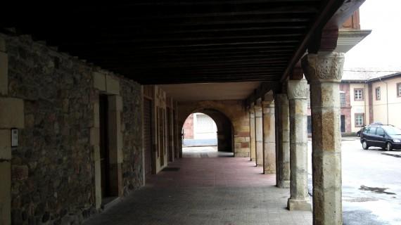 Calle Porticada capiteles siglo XVI