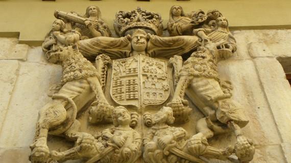 Cervera de Pisuerga-Casa de Los Leones labra heráldica Velasco-Agüero y Arce