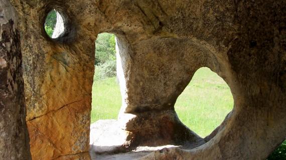 Interior del eremitorio rupestre