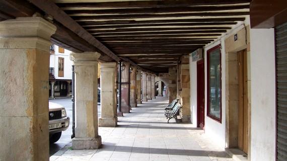 Soportales de la Plaza Mayor de Cervera de Pisuerga. Capiteles de los Siglos XVI y XVII